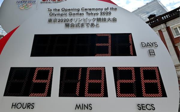 東京五輪開会式まで「31日」と表示されたJR東京駅前のカウントダウン時計(22日)