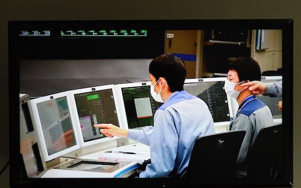 3号機を再稼働させた関西電力美浜原発の中央制御室を映したモニター画面(23日)=代表撮影