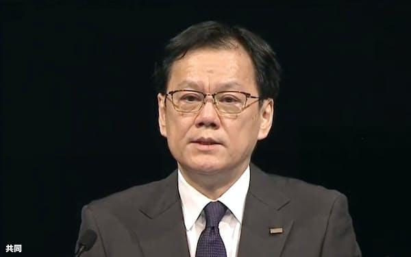 株主総会で発言する、みずほフィナンシャルグループの坂井辰史社長=23日午前