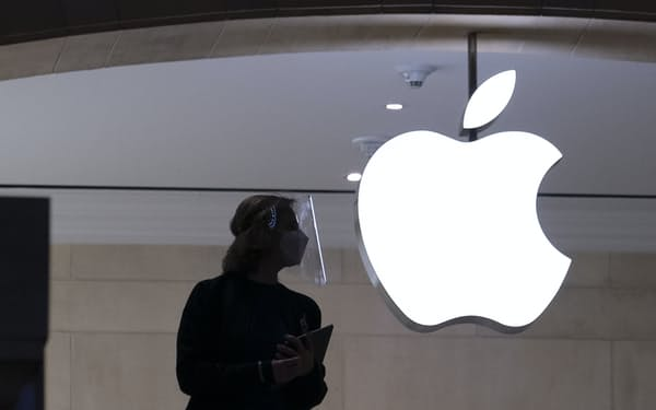 アップルはiPhone上で自社以外のアプリストアを認めていない=AP