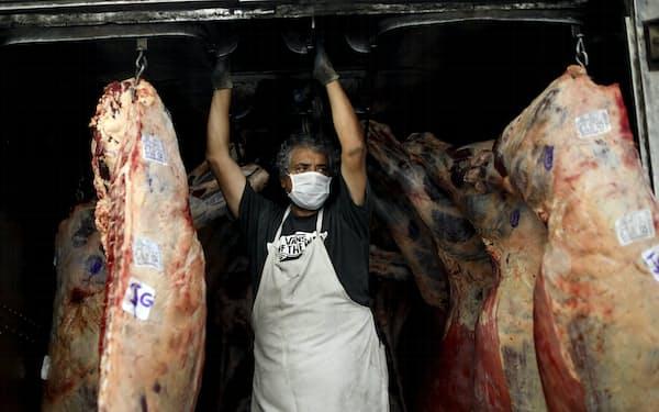 アルゼンチンは5月には主要産品の一つである牛肉の輸出を停止する事態に至った=AP