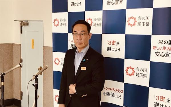 報道陣の質問に答える埼玉県の大野元裕知事(23日、埼玉県庁)