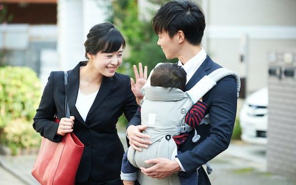 夫婦ともに正社員で働くことが将来の退職金を増やすことにつながる=PIXTA