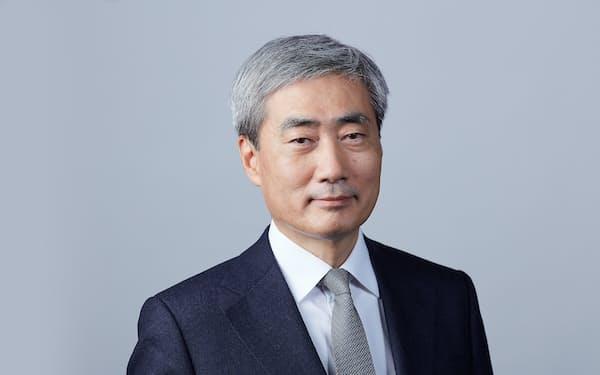 オンラインでインタビューに応じたBISのヒュン・ソン・シン氏(BIS提供)