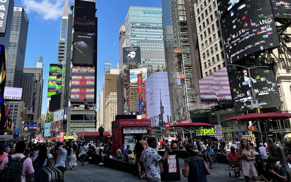 米国では経済再開が進む(5月、ニューヨーク)