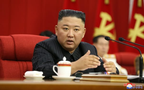 朝鮮労働党中央委員会総会に出席する金正恩総書記=朝鮮通信