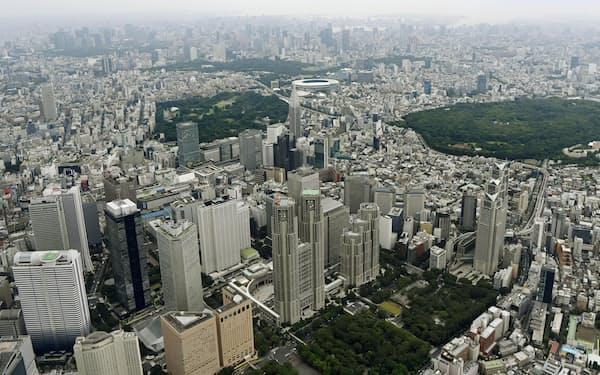 都議選を迎える東京。中央手前は都庁舎=24日午前(共同通信社ヘリから)