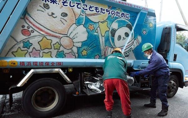 横浜環境保全(横浜市)の廃棄物収集車は子供が描いた絵をプリントしている