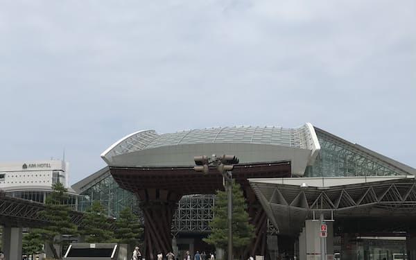 金沢市の人口は減少に転じた(25日朝、金沢駅)