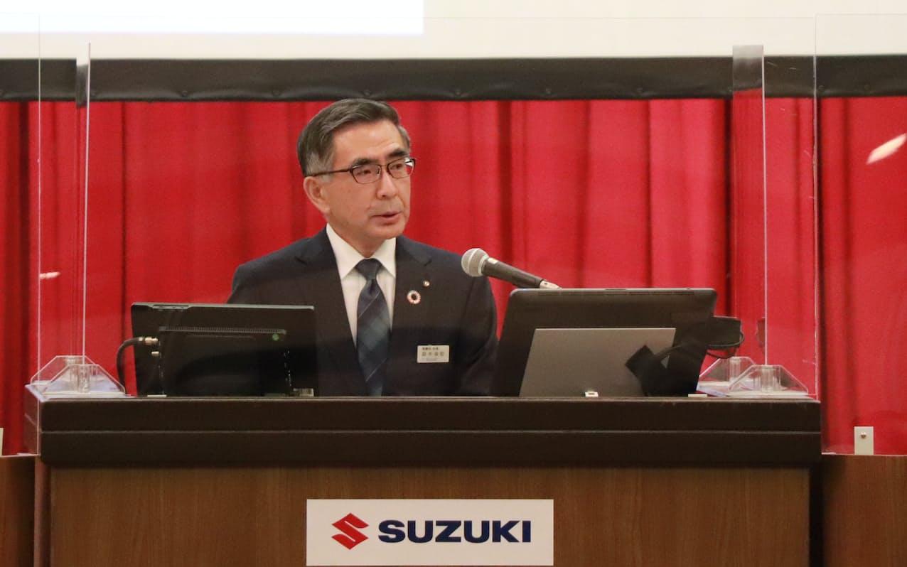 株主総会で議長を務める鈴木俊宏社長