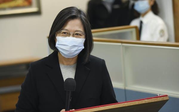 蔡英文(ツァイ・インウェン)政権に対する不満の声が上がるなか、各国から台湾へワクチン提供の支援表明が増えてきた=AP