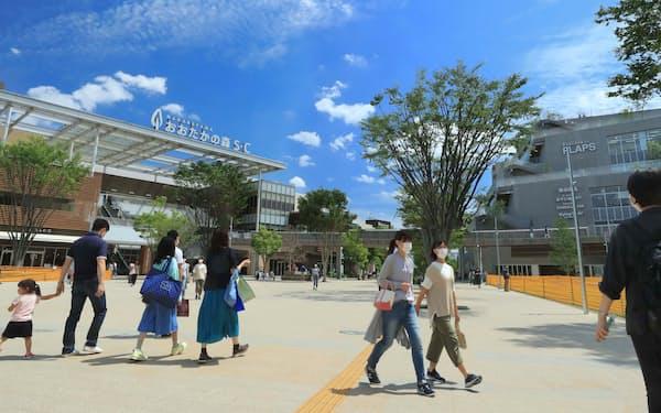 千葉県流山市では駅直結の大型商業施設も3月に開業。子育て世帯を中心に人口が伸びている