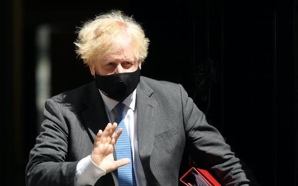 自身が新型コロナウイルスに感染したジョンソン英首相は、ジャンクフードの広告規制を推進している=ロイター