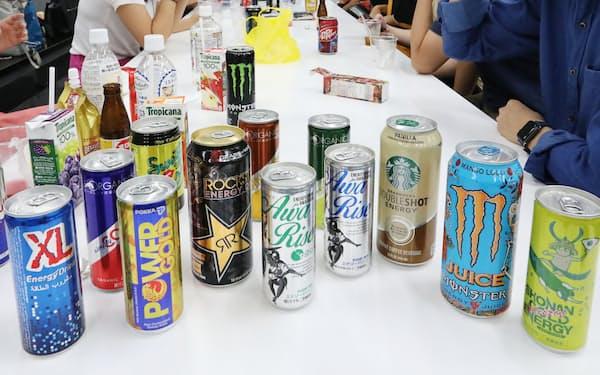 エナジードリンクを巡ってはカフェイン過剰摂取のリスクが指摘されている