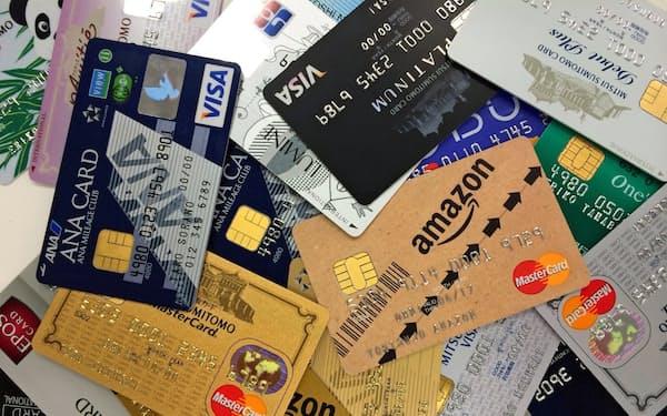 中小店舗でのクレジットカード導入で、加盟店手数料の高さが課題になっている