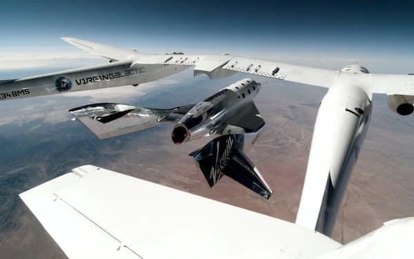 ヴァージン・ギャラクティックの宇宙船(5月の試験飛行)=ロイター