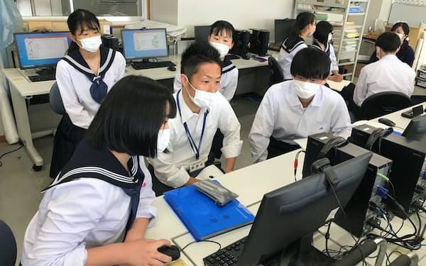 高校生がつくるビジネスプランに助言する(石川県七尾市の七尾高校)