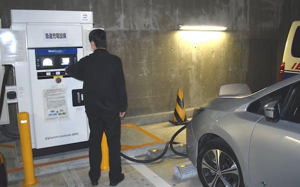 東京都は電気自動車の購入費用補助額を引き上げるなど、脱炭素に向けた取り組みを加速している(新宿区)