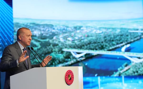 26日、運河プロジェクトの起工式に臨むエルドアン大統領(イスタンブール)=トルコ大統領府・ロイター