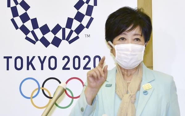 東京五輪・パラリンピックに向けた5者協議後、取材に応じる東京都の小池百合子知事=21日午後、都庁