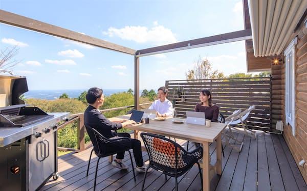 エトワ笠間の「OUT WORK」では、眺望のいい屋外のテラススペースを自由に利用できる