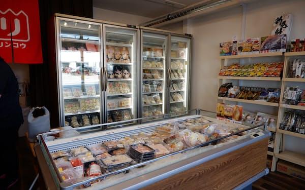 店内には冷凍品などが並ぶ