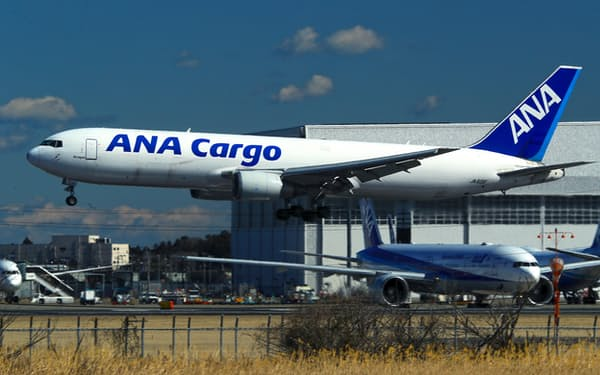 ANAカーゴの貨物機(成田空港)