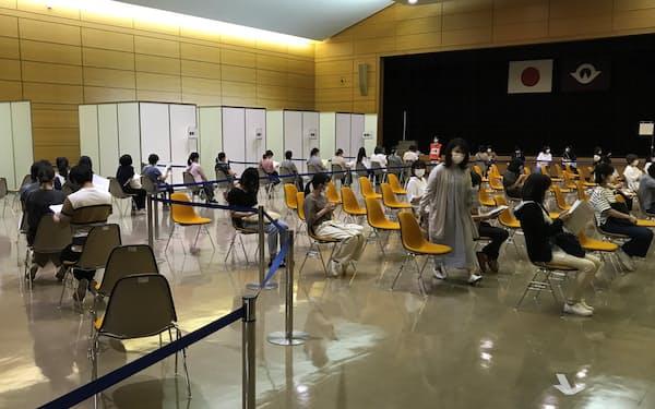 山口県庁内の集団接種会場
