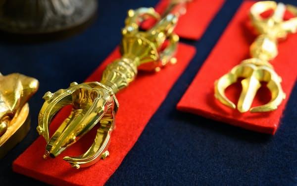専門性の高い寺院用の仏具を手掛ける=宮田昌彦撮影