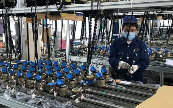 全国の自治体などにメーターを供給する(長野県松本市の本社工場)