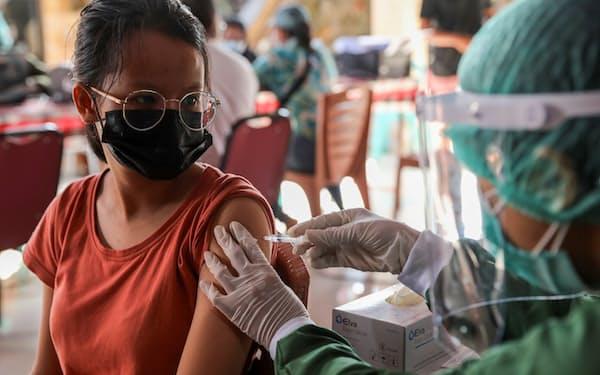 インドネシア政府は観光客に対し、バリ島で新型コロナウイルスのワクチンを接種する方針だ=ロイター