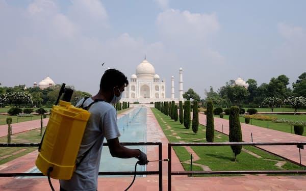 外国人観光客の受け入れを再開すれば世界遺産タージマハルなどにも客足が戻りそうだ=ロイター