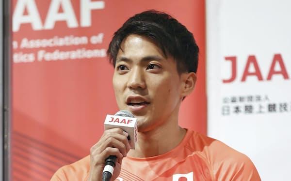 陸上男子100メートルで東京五輪代表に決まり、記者会見する山県亮太=28日、大阪市内のホテル(代表撮影)