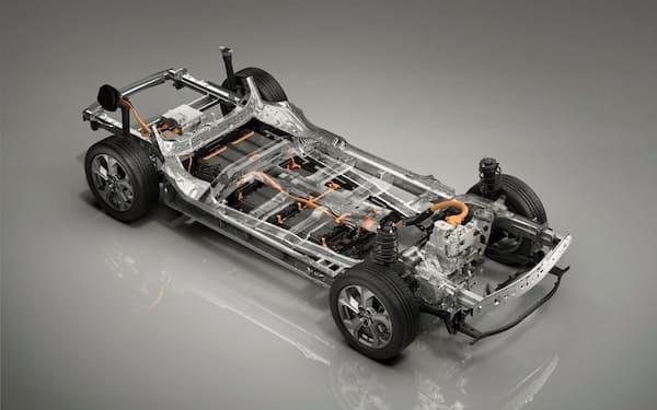 MX-30のEVモデル。床下に電池を搭載している。PHEVにすれば、電池容量は3分の1程度で済むかもしれない(出所:マツダ)