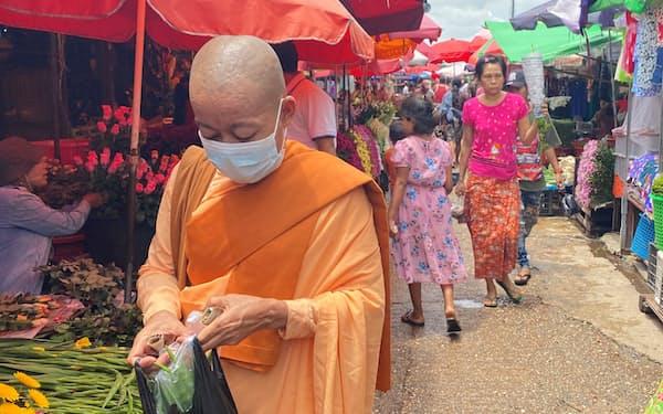 ミャンマーで新型コロナウイルスの感染が広がっている(6月19日、ヤンゴン郊外の市場)