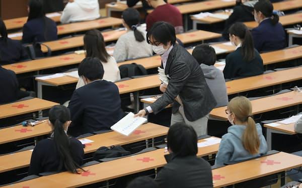 大学入学共通テストに臨む受験生