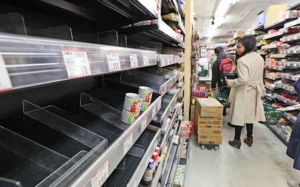 外出自粛要請でスーパーのパスタなどが品薄になった(2020年3月)