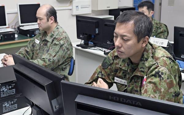 自衛隊はサイバー部隊の増員を進めている