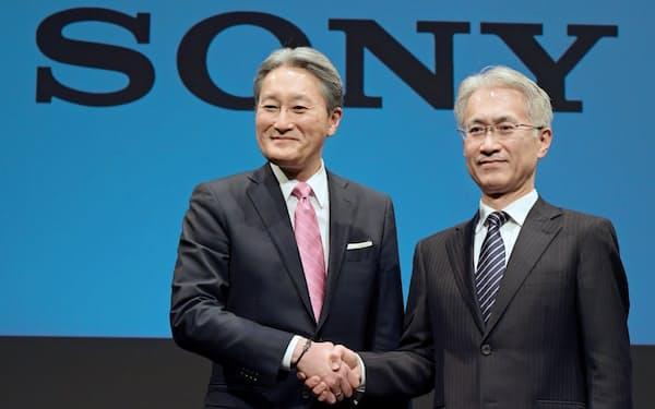 平井一夫氏(左)は吉田憲一郎氏との二人三脚でソニーの再建を進めた(2018年2月)