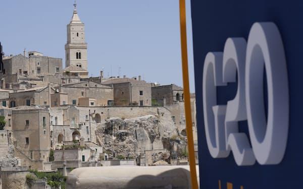 G20外相会合は洞窟住居で有名なイタリア南部マテーラで開かれた(29日)=AP
