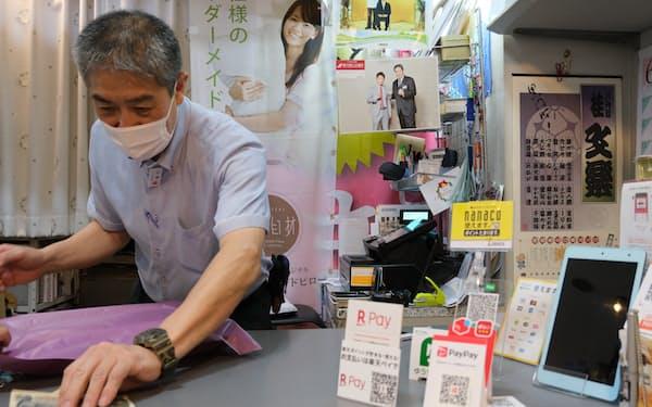 カシオのレジでは現金支払いもキャッシュレス決済も管理できる(高円寺の布団店ベルピア)