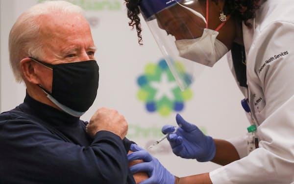 バイデン氏はワクチンで様々な目標を掲げて接種を呼びかけてきた=ロイター