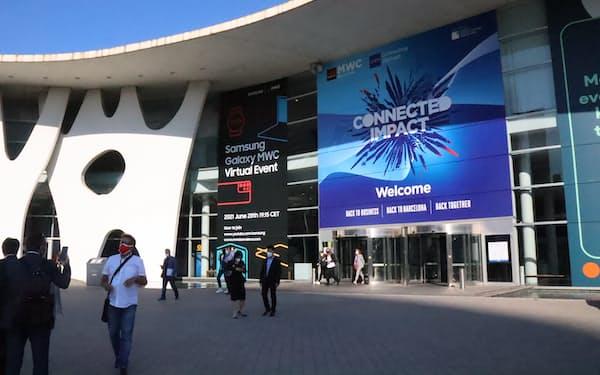 MWCの会場は例年の半分程度の人出だった(28日、バルセロナ)