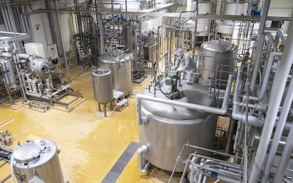 食品加工エリアでは「発酵大麦エキス」や「大麦乳酸発酵液ギャバ」などを製造(大分県宇佐市)