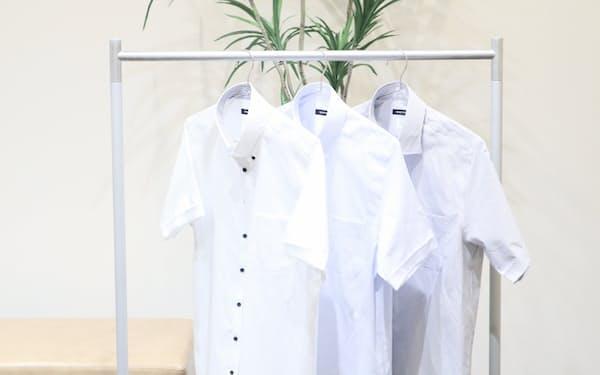 青山商事は部屋干しの気になるにおいを抑えるという半袖シャツを発売した
