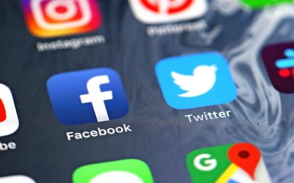 ツイッター(右)とフェイスブックのアプリアイコン