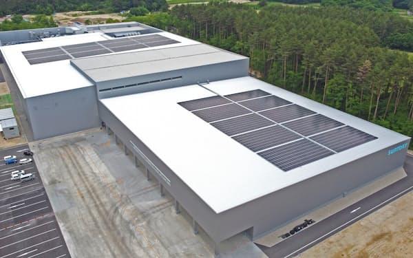 工場での再生可能エネルギーの活用も進める(長野県大町市の「サントリー天然水 北アルプス信濃の森工場」)