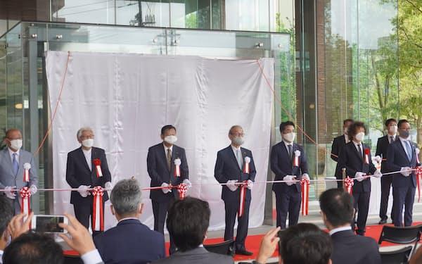 両備グループの小嶋光信代表(左から4人目)らが出席した