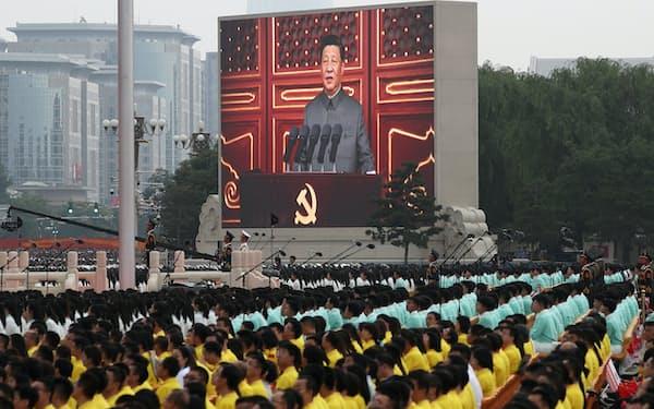記念式典で演説する習近平党総書記が大型画面に映し出された=ロイター