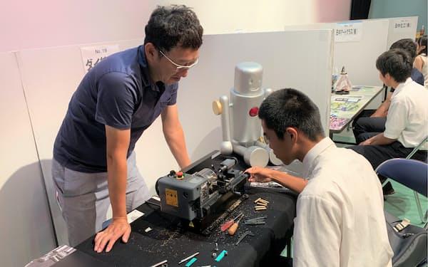 大阪府中小企業家同友会は仕事説明会を毎年開いている(2019年、大阪府東大阪市)